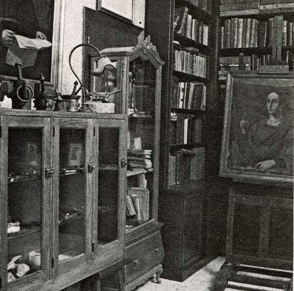 Parte de la librería con la pintura de Sta. Apolonia